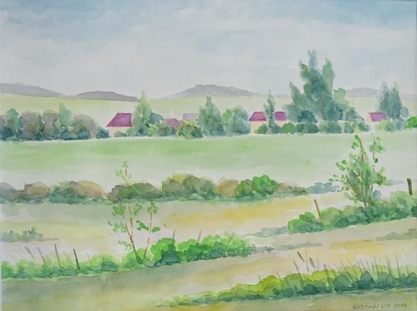 Akwarela Trzebnickie Wzgórza. Na horyzoncie widoczne szare wzgórza, na bliższym planie kilka ukrytych w zieleni domów z czerwonymi dachami. Poniżej zielony teren miejscami porośnięty krzewami.
